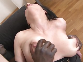 Hardcore interracial fuck for mature with chubby tits