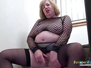 Solo british mature with huge boobs masturbation and sex toys pleasure