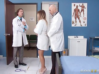 Blonde watch over fucked from traitorously by a horny doctor - Payton West