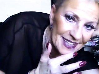 Geisteskranke Oma mit Sahne forth der Fresse!