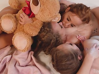 Incomparable teens play romantic in a superb lesbian trio
